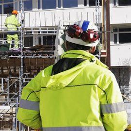 Uomini a lavoro in un cantiere per lo studio tecnico Asse Ingegneria